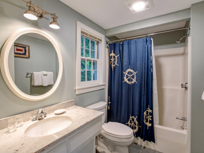 Studio Cottage Bathroom